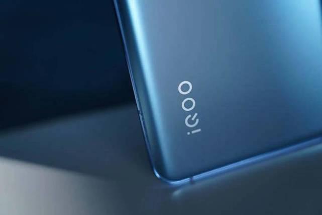 iQOO 8这种亮相方式还是第一次
