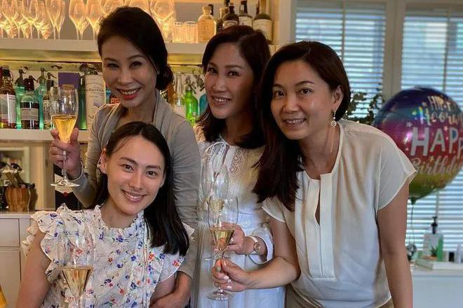 梁洛施庆33岁生日,皮肤黝黑发际线后移,当单亲妈妈老了很多