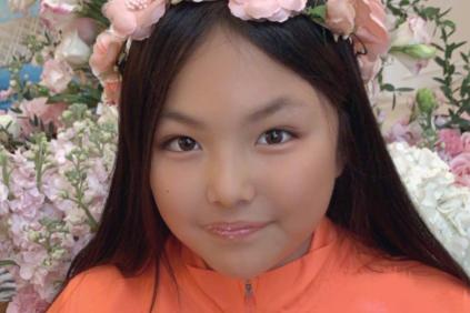 李湘和王岳伦为女儿王诗龄12岁庆生,一家三口很幸福