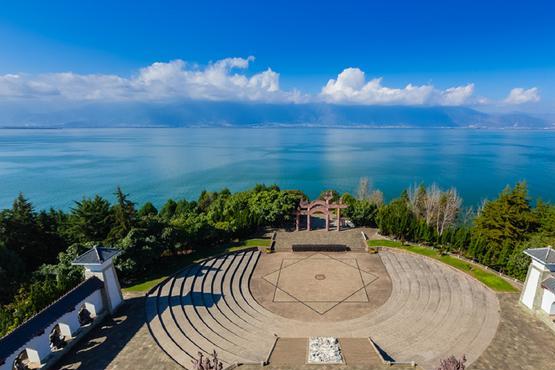 洱海中的小岛,面积约10个足球场,距离双廊小村100米