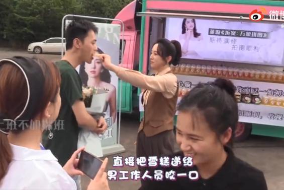 董璇与男性同吃雪糕,和苏小玎聚会后超默契