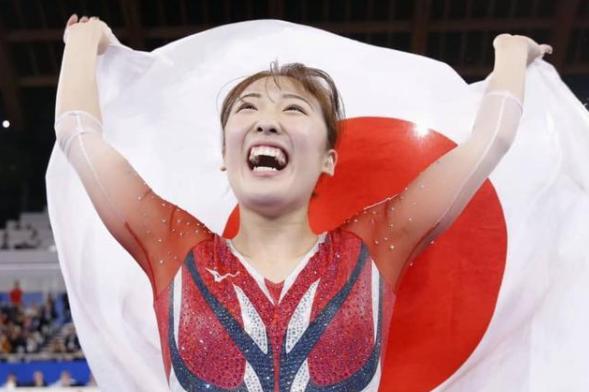 日本蹦床男选手脸部落地,但裁判还是帮日本了一把,中国网友寒心