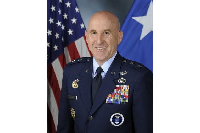 美国空军征兵局局长,新闻专业出身,参谋和指挥岗位经历丰富