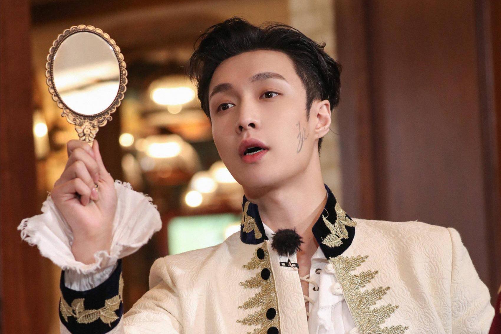 张艺兴新专7分钟卖了3000万,比老队友鹿晗一年的专辑销售额还多