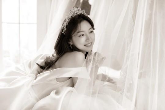 韩国女艺人河妍珠婚纱照曝光