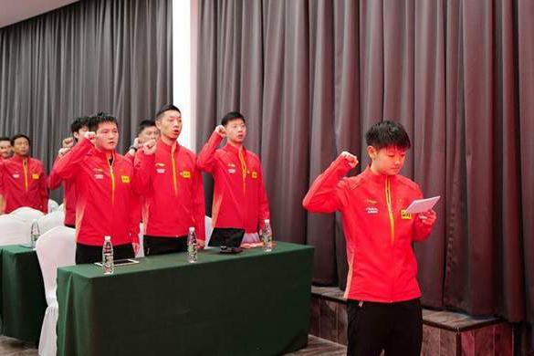 孙颖莎地位提高了!带领国乒全体队员宣誓,马龙都没获得这个机会