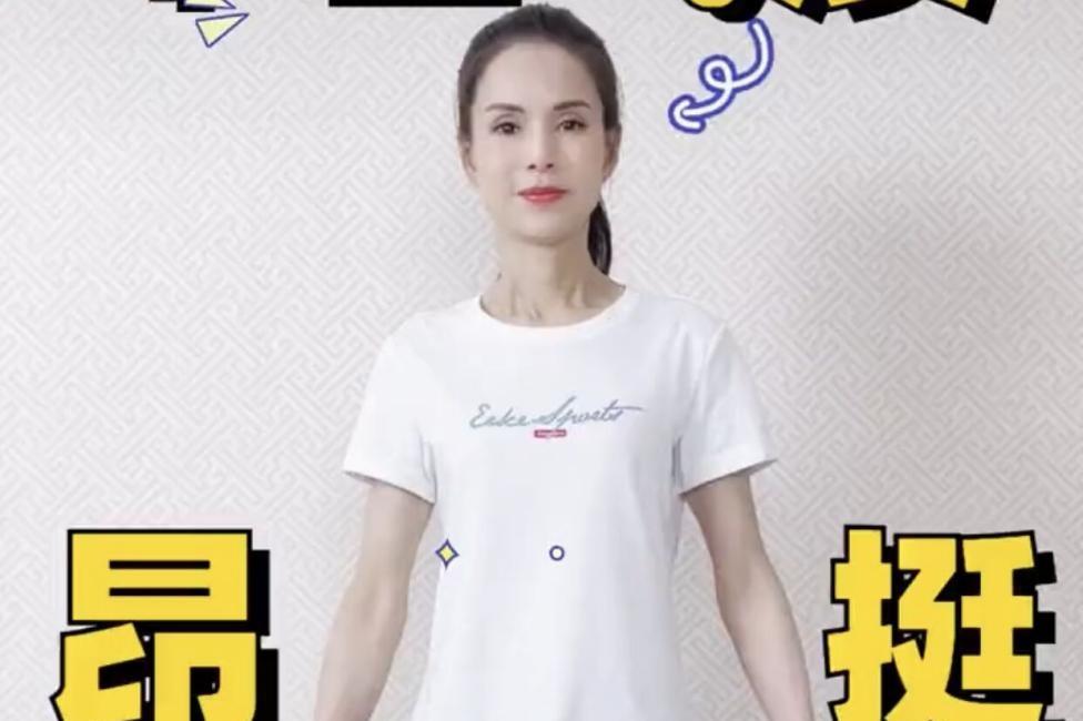 54岁李若彤太瘦了!手臂青筋暴起好抢镜,冻龄颜值惹人羡