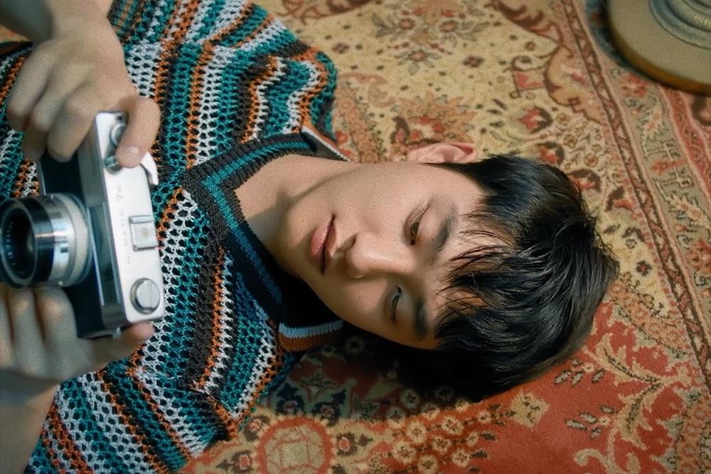 EXO成员D.O.首张个人专辑主打曲《Rose》充满悸动
