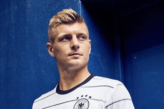 欧洲杯球衣最后一组,德国战车绝美客场战袍!葡萄牙主场褒贬不一