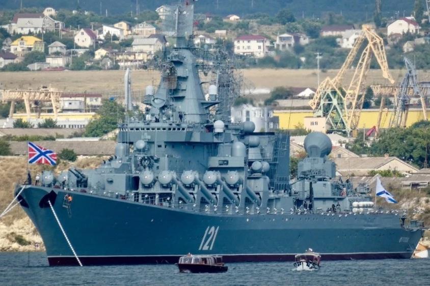 乌克兰军舰危险了:封锁刻赤海峡后,俄军15艘战舰开进黑海