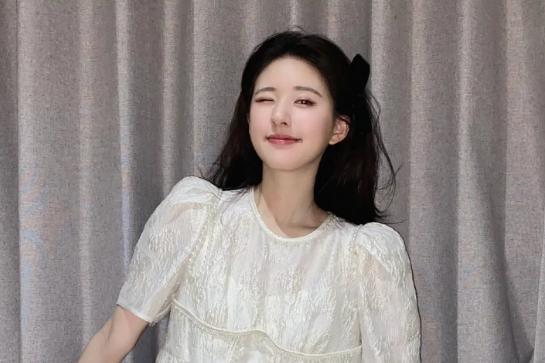 赵露思生图也太可爱,身穿法式桔梗裙,演绎软妹甜美一面