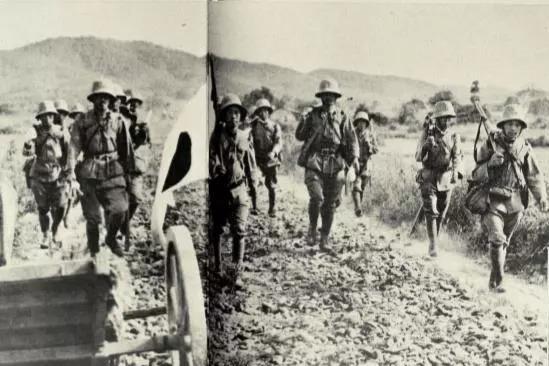 抗战老照片,1938年万家岭大捷时狼狈的日寇