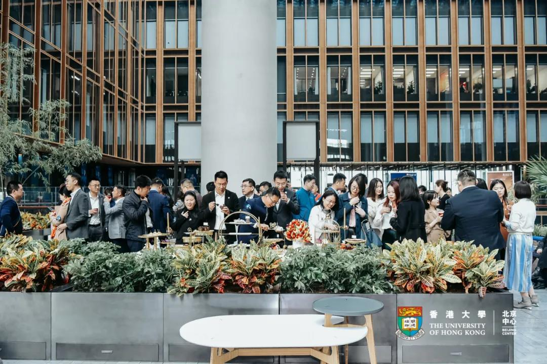 郎永淳主持开幕式:探访亚洲金融大厦,感受花园里的世界一流学府
