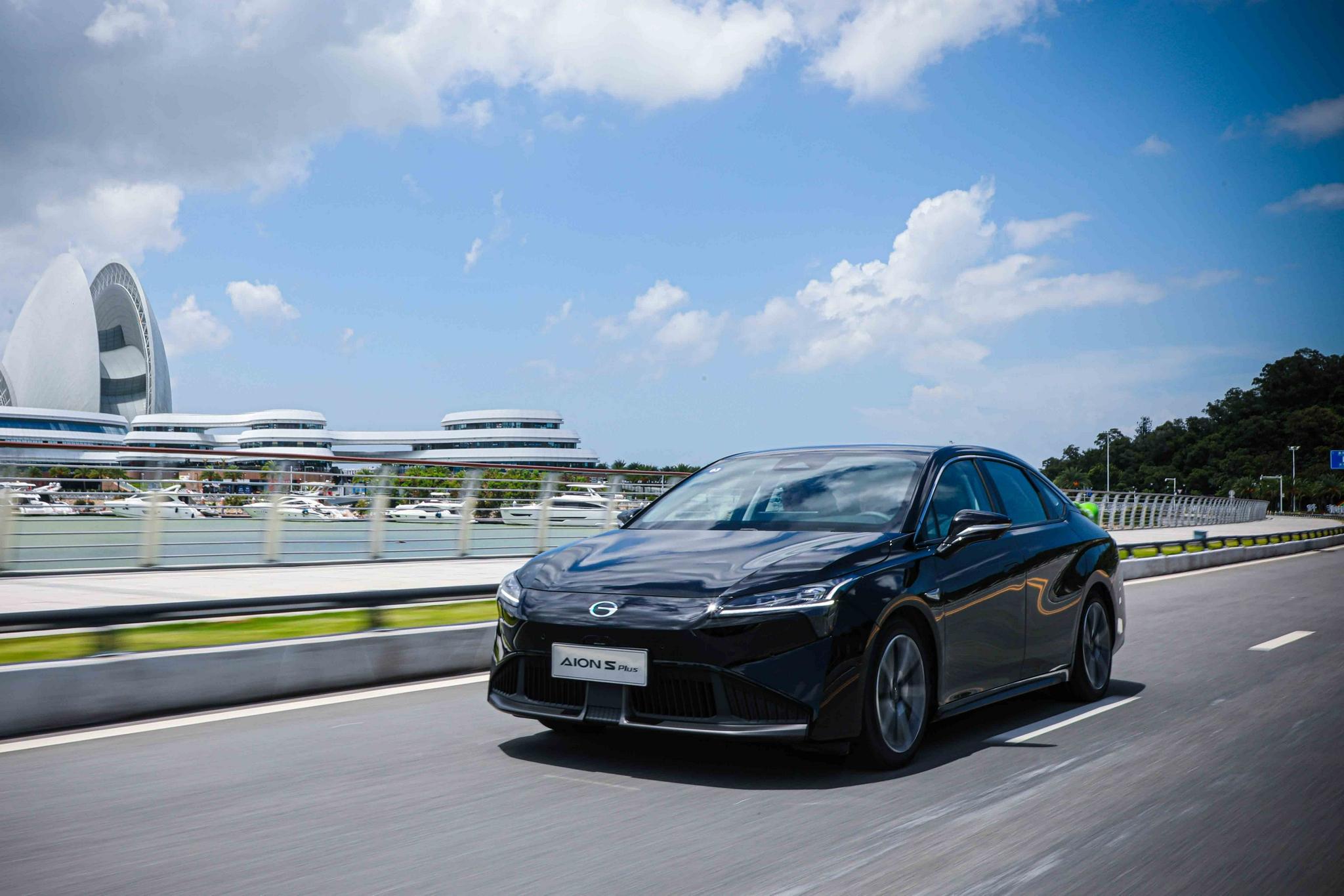 深度试驾广汽AION S Plus,配1.9平方米全景变色天幕