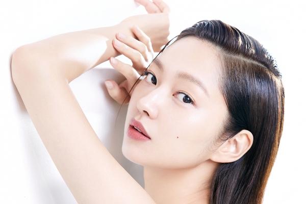 韩国女艺人崔有华拍代言品牌宣传照