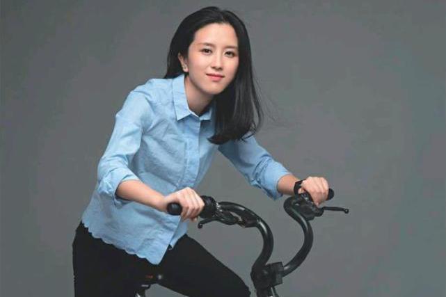摩拜创始人胡玮炜彻底退出:80后美女记者创业,255亿卖给美团