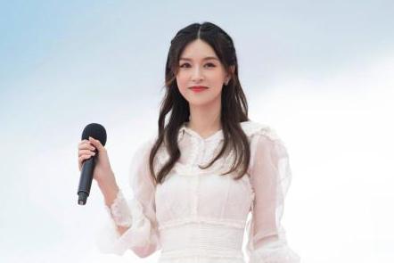 文咏珊现身上海国际电影节,一袭蕾丝长裙气质高雅,妥妥的女神