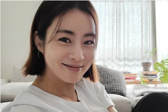 韩国女艺人姜素拉顺利产女升级做妈妈