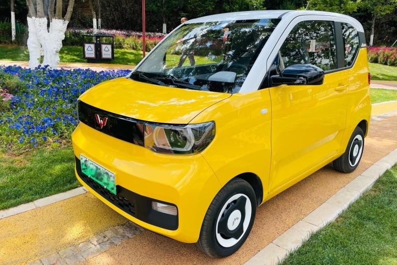 被捧红的马卡龙,车主不足5万买了台黄色的,一个月后:比较满意