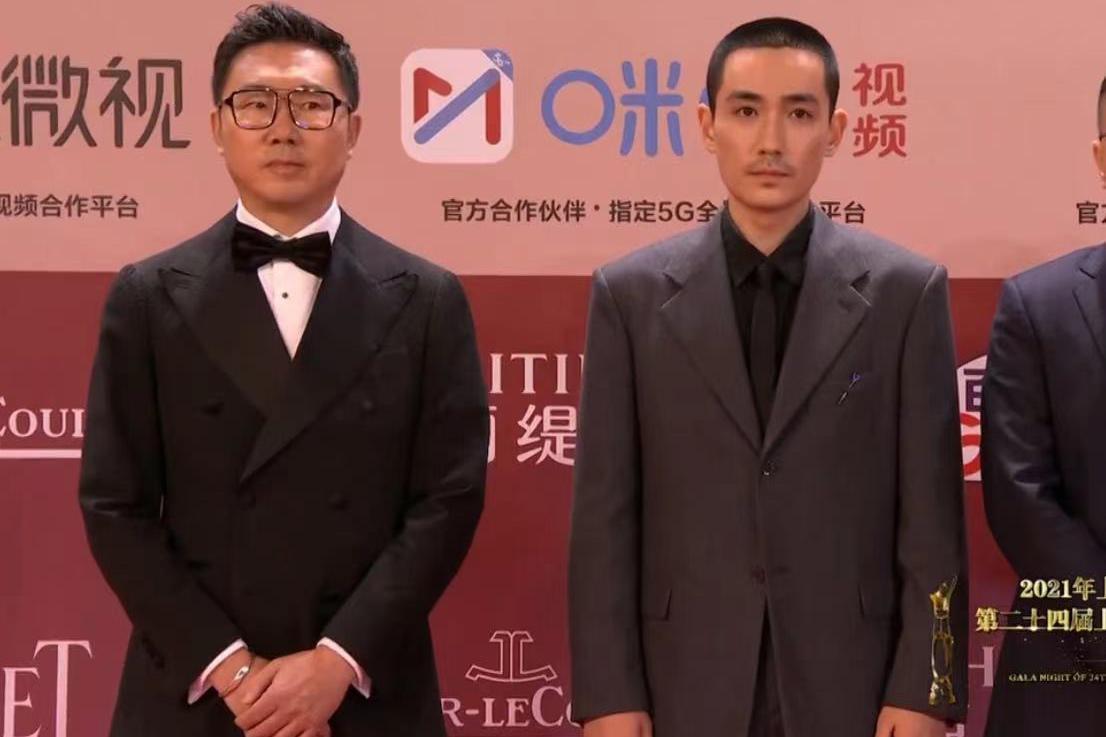 第24届上影节开幕,朱一龙寸头留胡须显成熟,张艺谋父女携手亮相