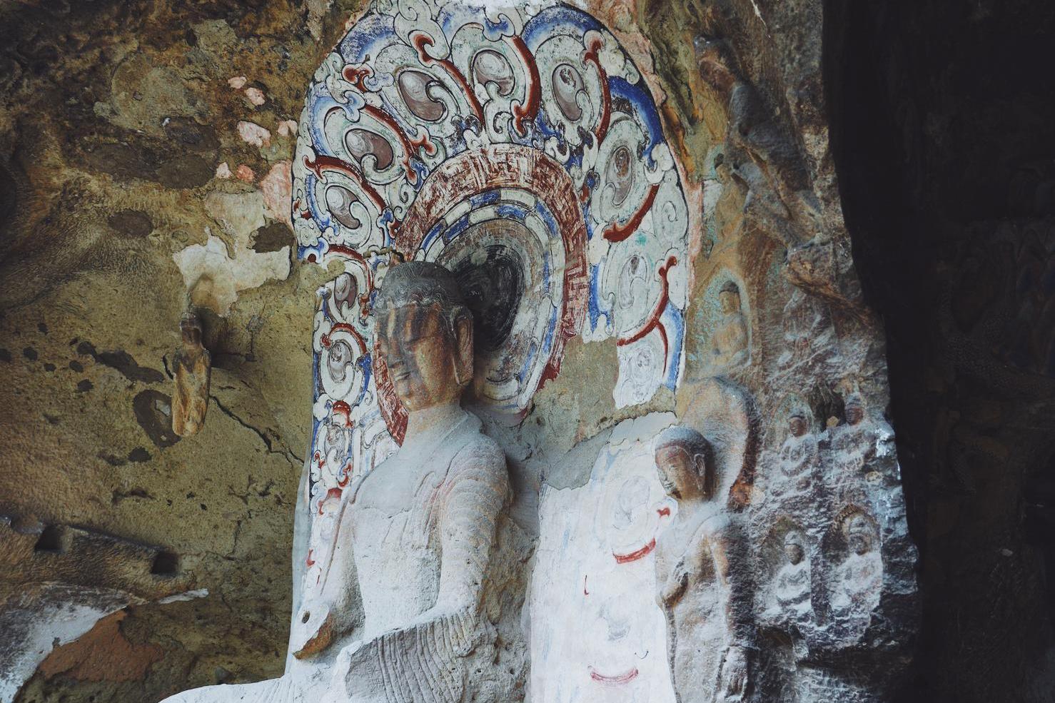 和云冈同为北魏石窟,东北唯一的石窟,却有些低调,可看到国宝碑刻
