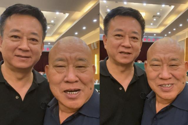 57岁朱军和老友参加会议!头发泛白打扮朴素,谈工作作风要端正