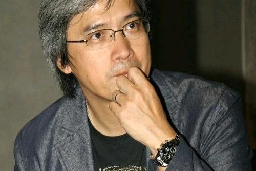成龙王晶出席怒火重案首映,该作为陈木胜遗作,两人空出位置追思