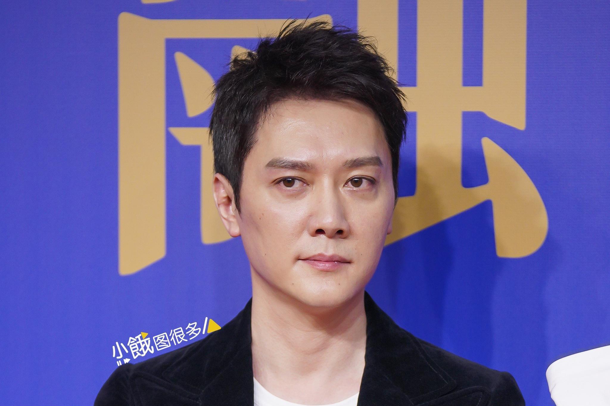 冯绍峰离婚后首露面 瘦一圈眼袋明显 网友:老了好多岁