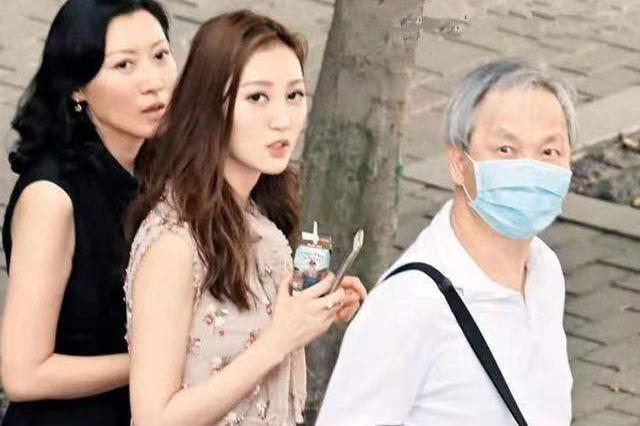 TVB小花何艳娟结束爷孙恋婚姻,分三亿赡养费后再秘恋百亿富商