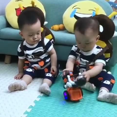 自从生了这双胞胎儿子,我的压力不是一般大,真心表示养不起啊!