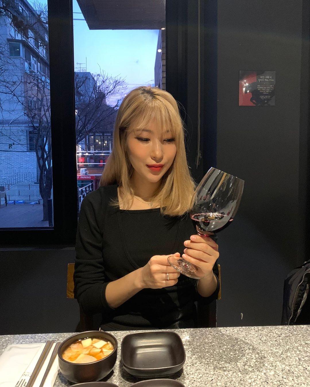搞笑艺人李世英公开与日韩混血恋人的约会照