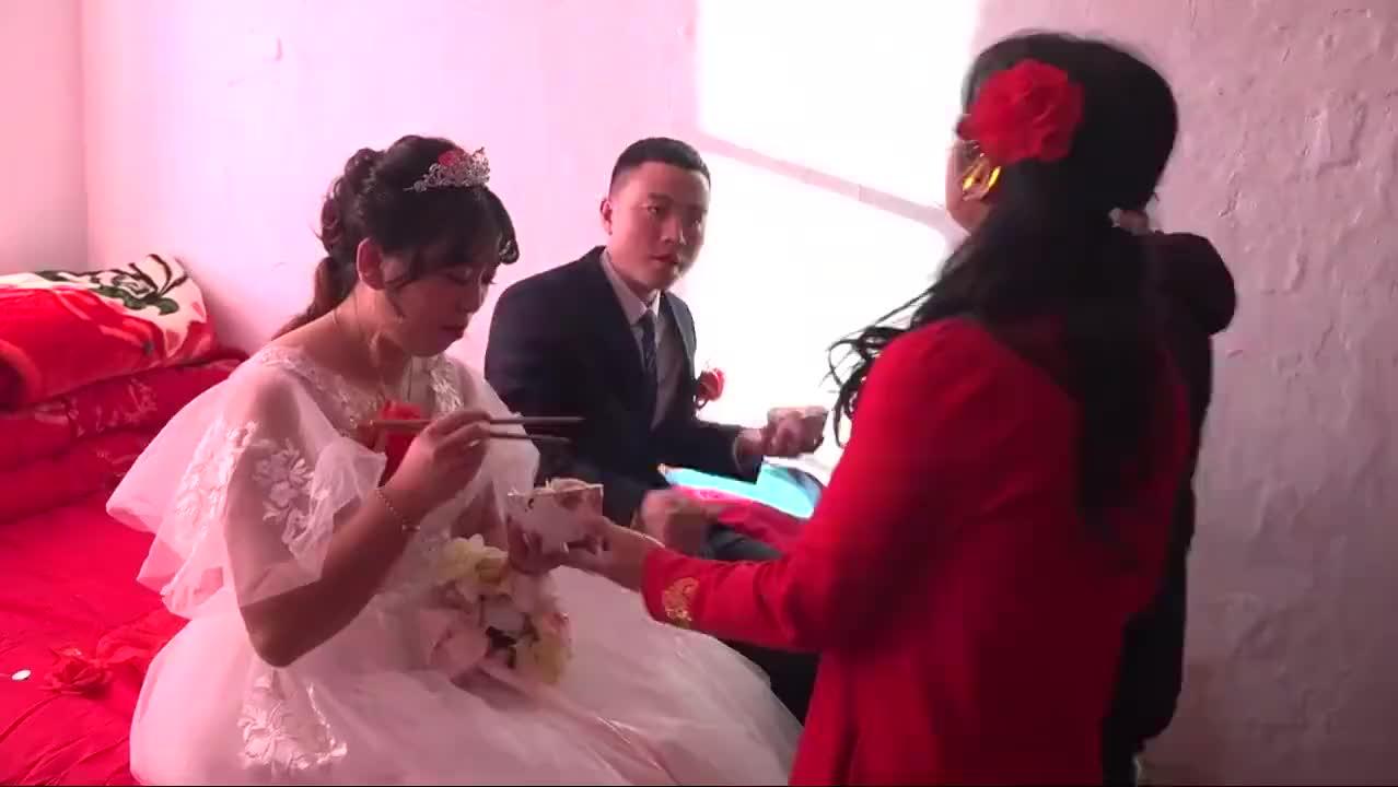河北第一场大雪,32岁小伙冒着大雪,娶人民医院护士长,猜猜啥样