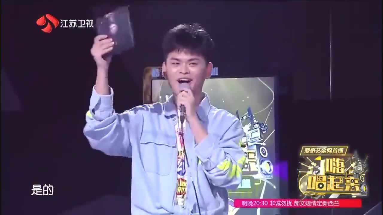 唱起来欢唱达人被选中激动不已,拿起李荣浩专辑一阵欢呼