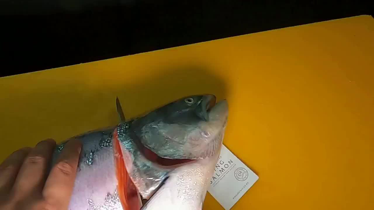 三文鱼刺身开鱼全过程,有治愈到你吃货的心吗?