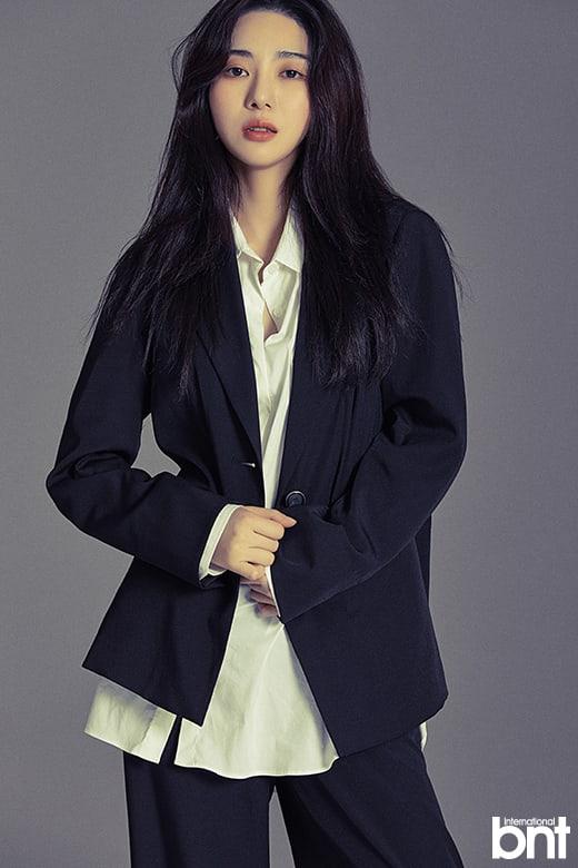 前AOA成员女演员权珉娥现状近日参加BNT国际的写真拍摄