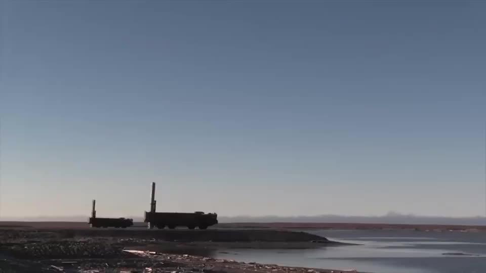 俄罗斯发射超音速反舰导弹,点火发射后超大角度拐弯!