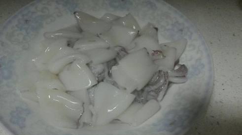 媳妇花100来块为全家做了一桌麻辣海鲜火锅,感动的我以身
