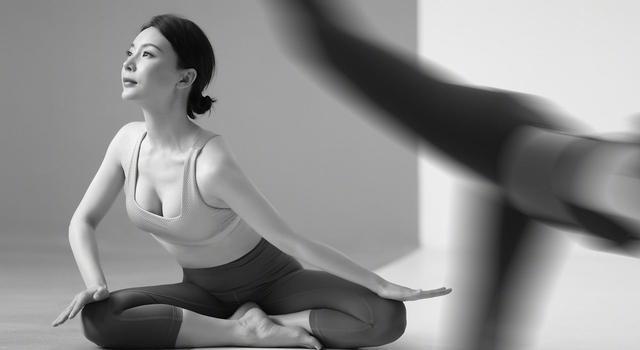 43岁陈数身材不输超模,穿紧身衣练瑜伽,坚持这3式通气血显年轻