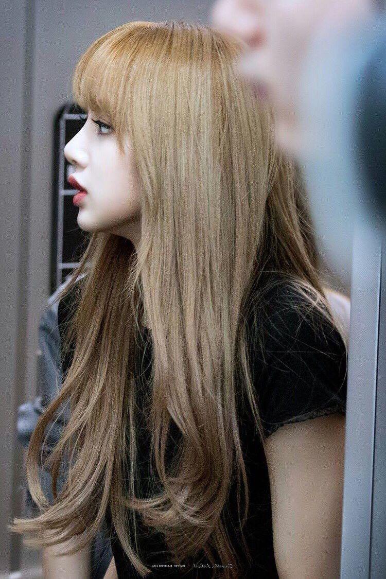 30多张BLACKPINK Lisa的侧脸图片 Lisa惊艳侧颜照有多美?