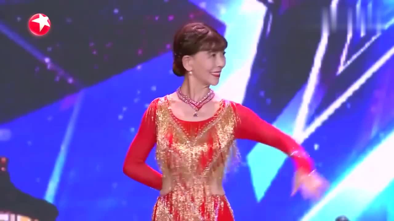中国达人秀:78岁老奶奶上达人秀,跳火辣拉丁舞,逗乐沈腾