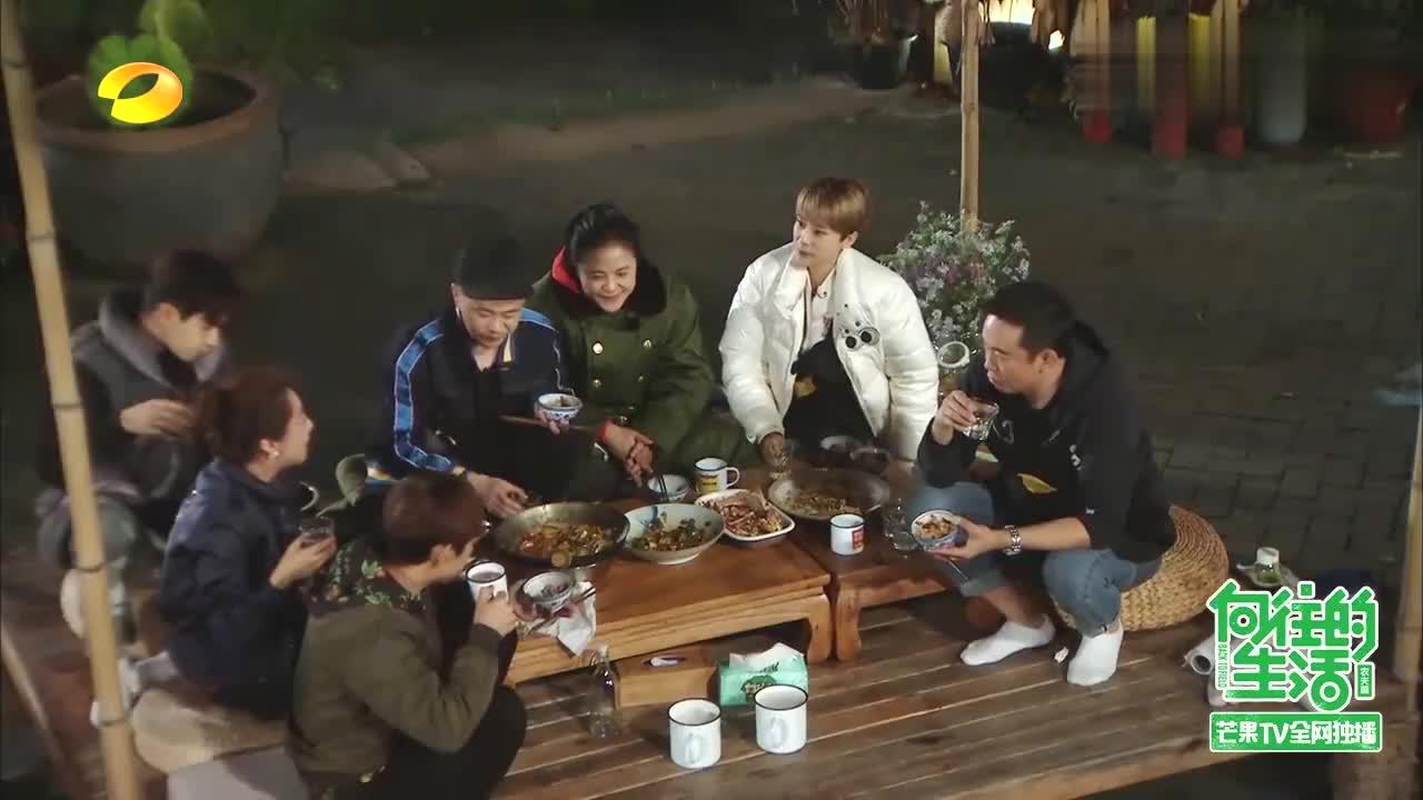 何炅:吃过黄老师做的饭吗?海清:吃过打算吃一辈子,黄磊:休想