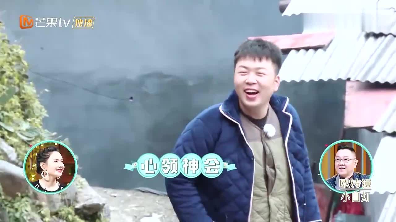 村民围观杜海涛抓鸡,海涛出现各种迷之操作,把村民们笑疯了