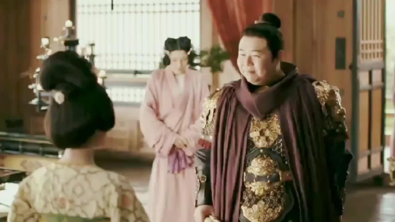 韩王刚进门就被王妃扒了个精光,检查完伤口揪耳朵,太可爱了