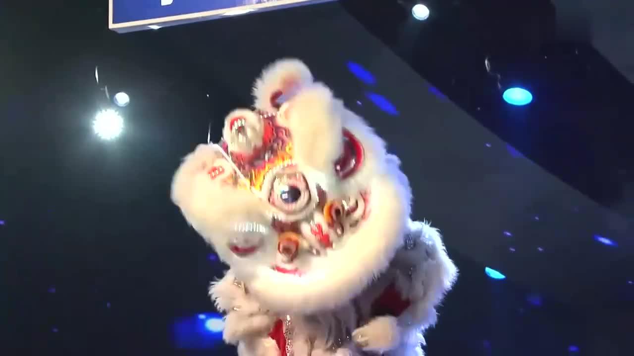 出彩中国人:南狮队出彩半决赛,精彩舞狮表演,令观众掌声
