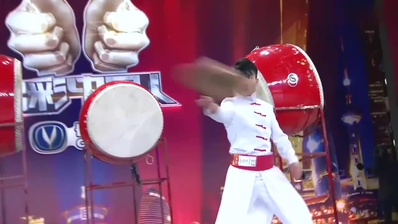 出彩中国人:河南小伙出彩舞台,表演少林武功,引周立波喝彩