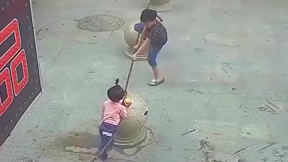 要不是监控,根本就不知道这孩子经历过什么