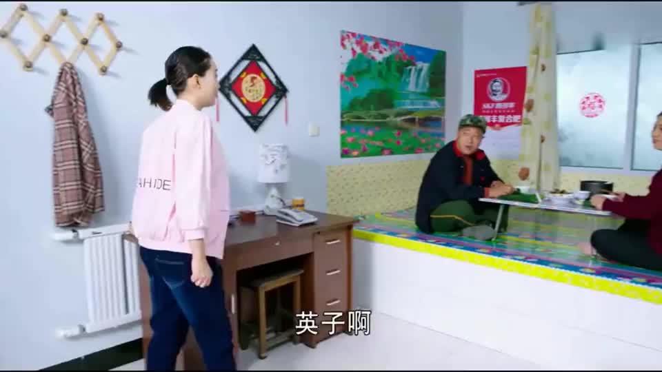 刘能请客不叫赵四,赵四想蹭饭上门被无视,贼尴尬
