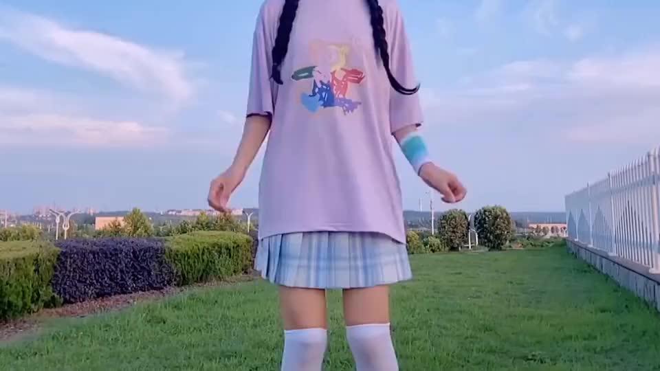 百褶裙小姐姐,每一次蹦裙子都是你喜欢的样子!