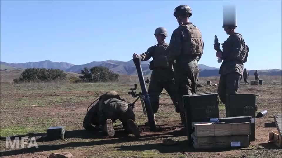 美军加尼福尼亚陆军学院,81毫米迫击炮实弹训练