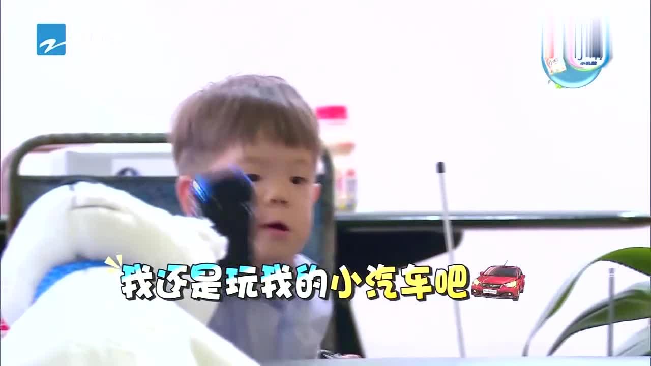 杜江采用食物诱惑,下一秒嗯哼瞬间变脸,杜江万分挫败